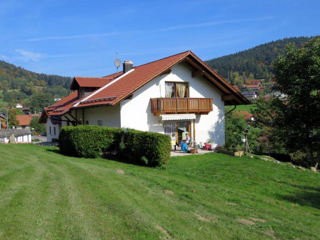 Südansicht Einfamilienhaus - Immobilienmakler im Bayerischen Wald
